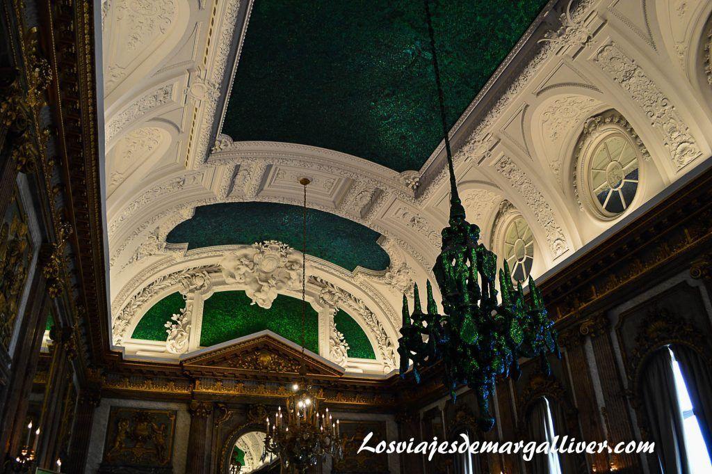 Detalle lampara verde en el palacio de la nación en Bruselas - Los viajes de Margalliver